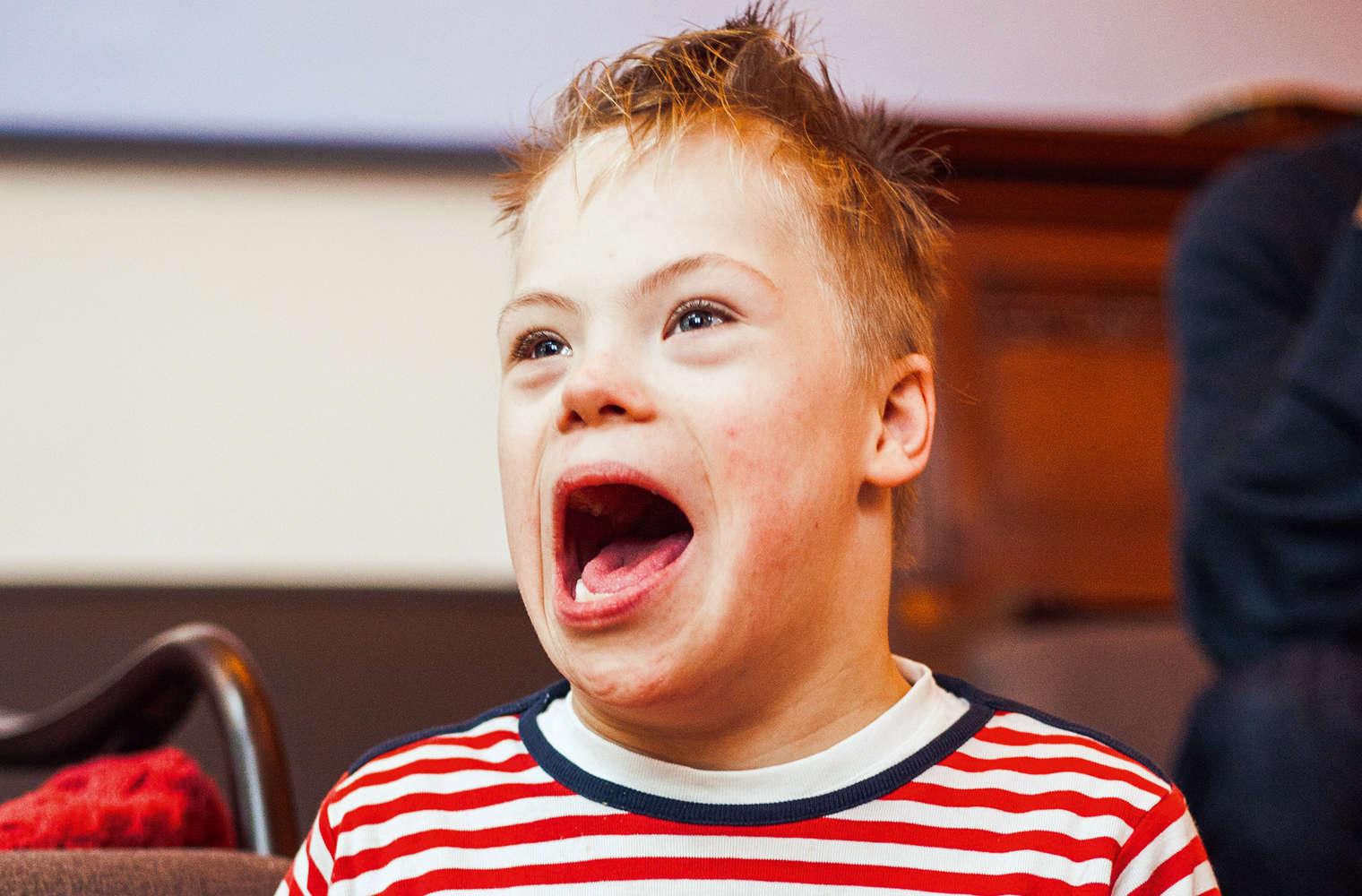 Dem kleinen Sohn Willi ist der Ärger ins Gesicht geschrieben. - Foto: Müller