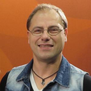 Dr. Peter Schmidt ist Diplom-Geophysiker, SAP-Experte, Autor und Referent. Im Alter von 41 Jahren fand er - ohne danach zu  suchen - heraus, dass e...