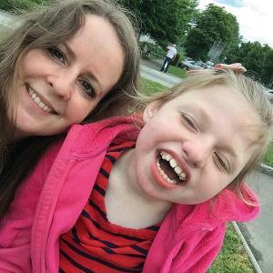 Selfie einer Mutter mit ihrer 13 jährigen behinderten Tochter
